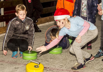 Curling voor kinderennbij Epe on Ice
