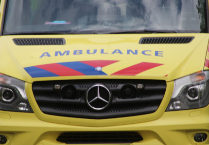 Vader en zoon gewond na aanrijding in Deventer