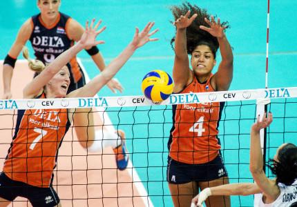Volleybaldames spelen Volleyball Nations League in Apeldoorn