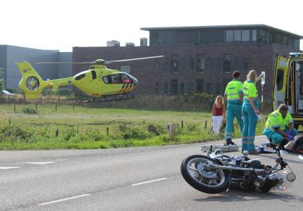 Motorrijder ernstig gewond na aanrijding in Holten