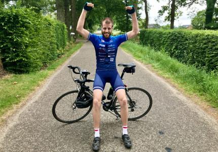 Twaalf uur op de fiets tegen kanker: 'Opgeven is geen optie'