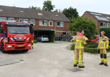 Brandweer rukt uit voor een gaslucht in Apeldoornse wijk De maten