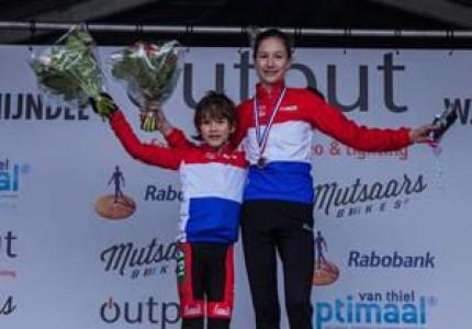 Broer en zus Cnossen van de Apeldoornse Mountainbikeclub Bar End beiden Nederlands kampioen veldrijden in Schijndel