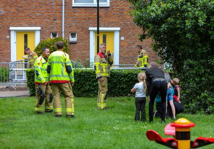 Jongetje gered door brandweer uit boom