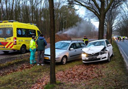 Veel schade bij ongeval op Arnhemseweg in Apeldoorn