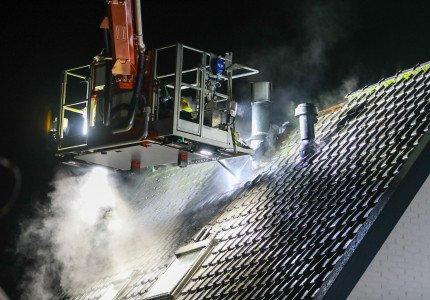 Flinke dakbrand aan de Reigersweg in Apeldoorn