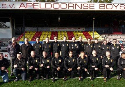 Nieuwe trainingspakken voor Apeldoornse Boys