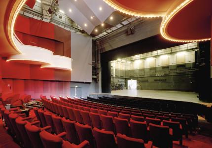Meepraten over toekomst theater
