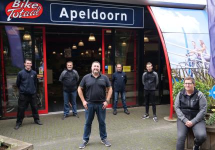 Bike Totaal fietst met wind in de rug door Apeldoorn