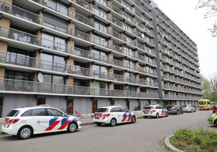Gewonde bij steekpartij in flat; twee aanhoudingen