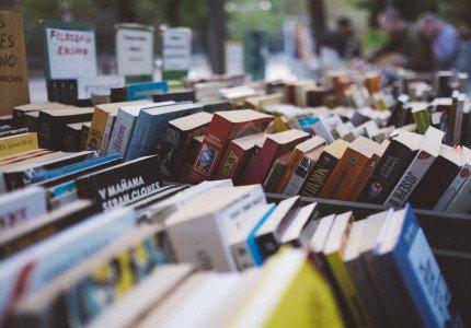 Daling aantal fysieke boekwinkels zet door, explosieve stijging webshops