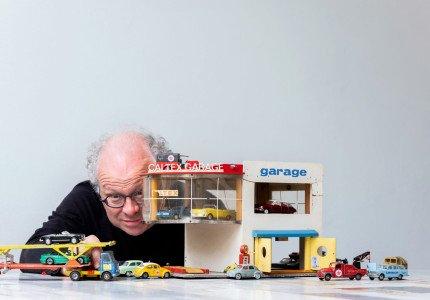 Speelgoedautootjes van keukentafel naar theaterzaal