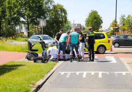 Vrouw gewond na botsing op rotonde in Apeldoorn