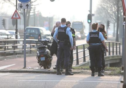 Scooterrijder gewond bij botsing met bezorgbus in Apeldoorn