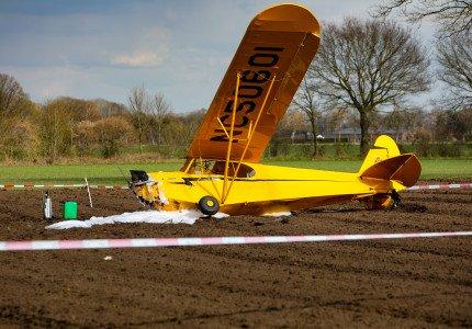Sportvliegtuigje stort neer in Epse; piloot gewond naar ziekenhuis
