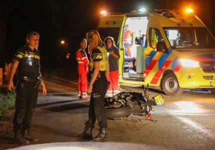 Motorrijder zwaargewond na botsing met hert in Loenen