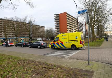 Vrouw gewond na aanrijding tussen twee auto's