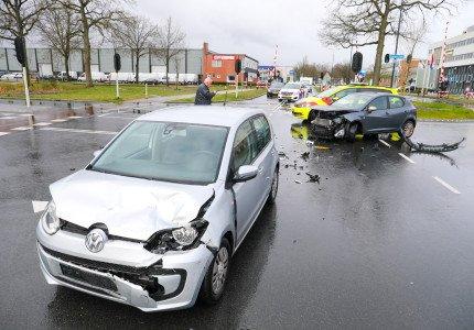 Veel schade en verkeershinder na ongeval in Apeldoorn