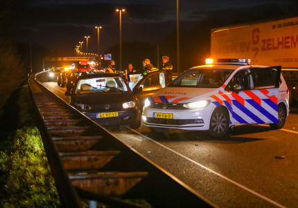 Aanhoudingen na ongeval tussen vrachtwagen en personenauto op A50 bij Klarenbeek