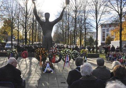 Herdenking Canadesennmilitairen bij monument