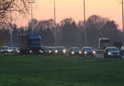 Botsing tussen twee vrachtwagens op de A1 bij Deventer