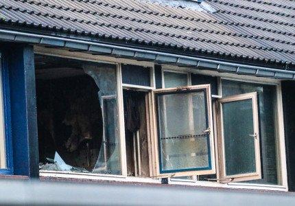 Slaapkamer compleet verwoest na woningbrand