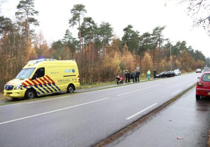 Motorrijder lichtgewond na botsing met auto tussen Loenen en Beekbergen
