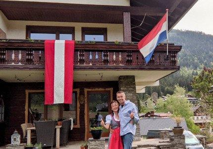 Apeldoorns echtpaar gaat Berghaus in Oostenrijk sfeervol aankleden voor EK-wedstrijd: 'Bij overwinning van Oranje strooien wij met borrelplankjes!'