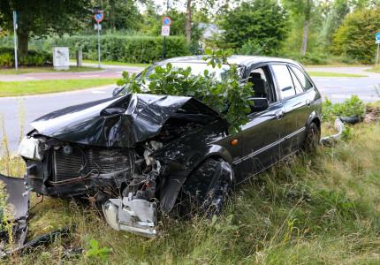 Mogelijk gewonde man vlucht na ongeluk in Apeldoorn
