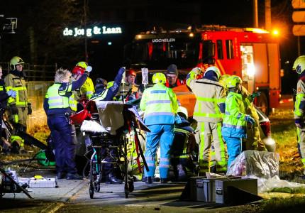 Drie zwaargewonden bij botsing op Laan van Westenenk