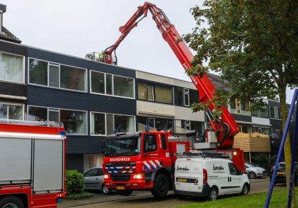 Brandweer gealarmeerd voor schoorsteenbrand aan Anijsstraat in Apeldoorn