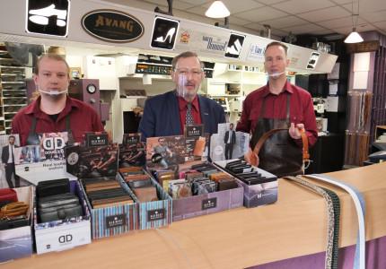 Hooijer's Ambachtelijke Schoenmakerij introduceert eigen label riemen